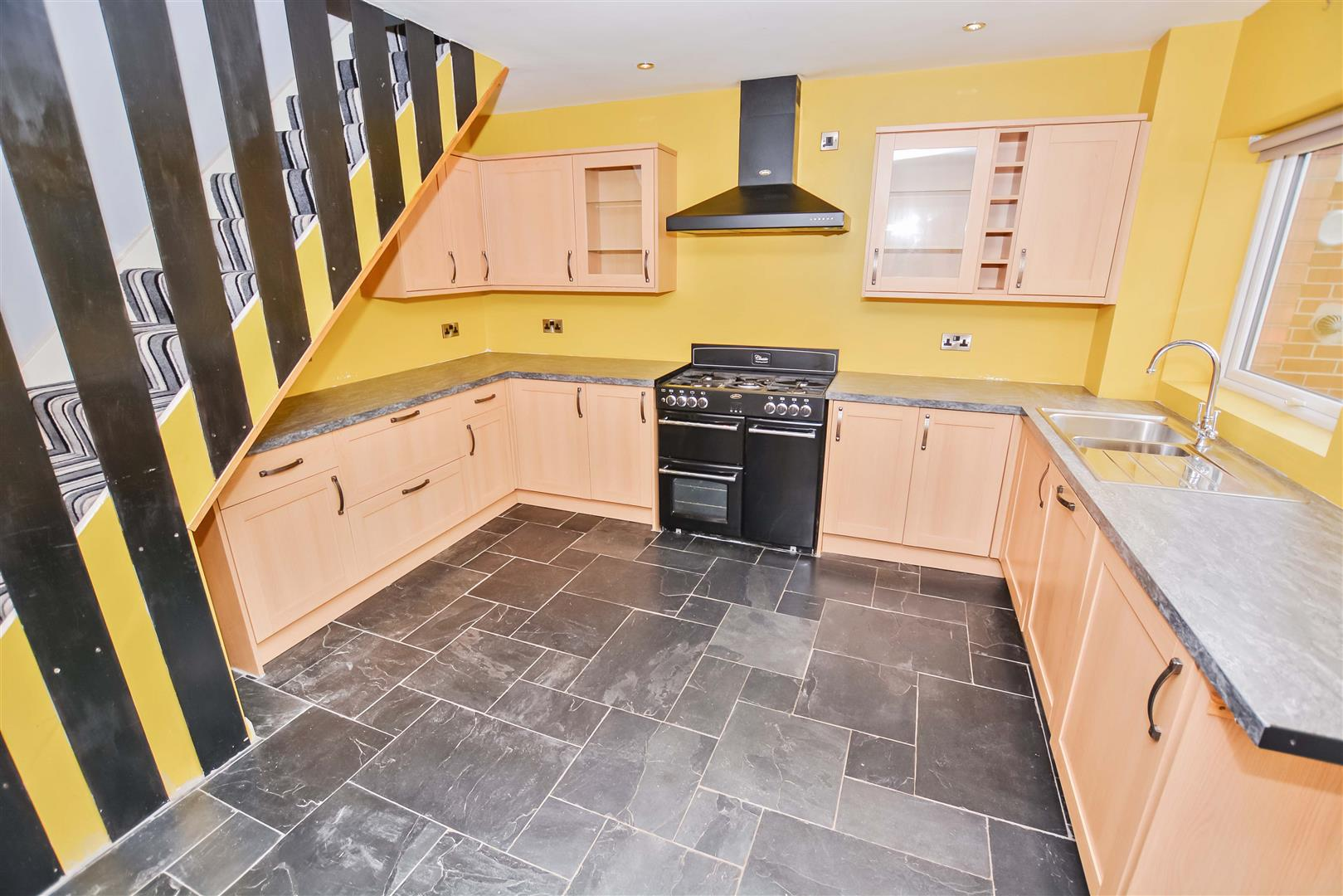 OPEN PLAN FITTED KITCHEN / DINER
